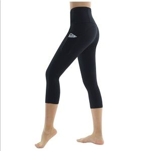Pants - High Waisted Black Yoga Pants with Pockets Capri